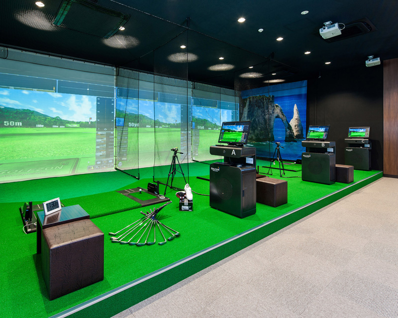 Indoor golf screens